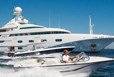 E lo skipper greco si chiede: e 'sta barca da 200 metri a cosa serve?